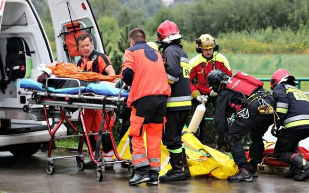 Sét đánh khiến hơn 100 người thương vong tại Ba Lan và Slovakia - Ảnh 1.