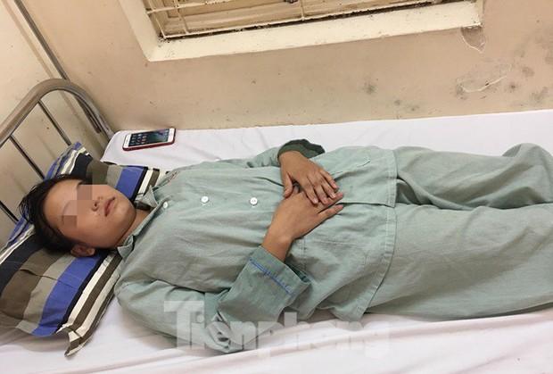Lạng Sơn: Thiếu nữ nhập viện cấp cứu vì hít bóng cười - Ảnh 1.