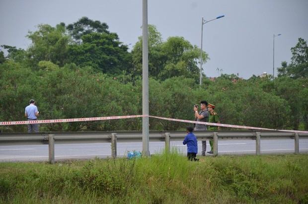 Thực nghiệm vụ container tông Innova lùi trên cao tốc: Mẹ già khóc vì không thấy con - Ảnh 2.