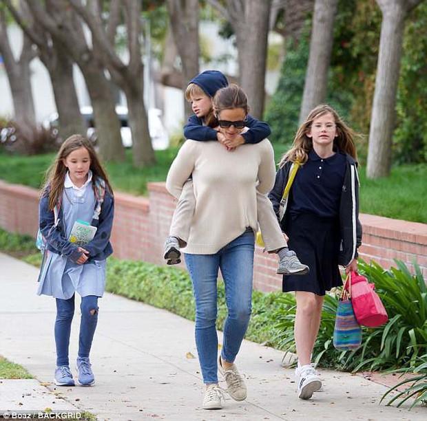 Giàu có, nổi tiếng nhưng các sao Hollywood không hề nuông chiều mà nuôi dạy con nghiêm khắc đến khó tin - Ảnh 13.
