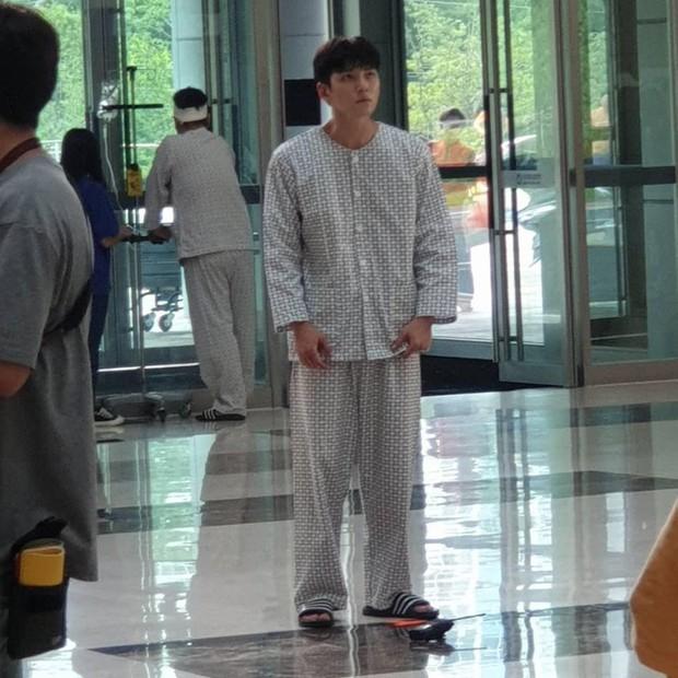 Ji Chang Wook làm Captain Korea: Tỉnh dậy sau 20 năm đóng băng, tình đầu thuở nào giờ đã là quý bà? - Ảnh 3.