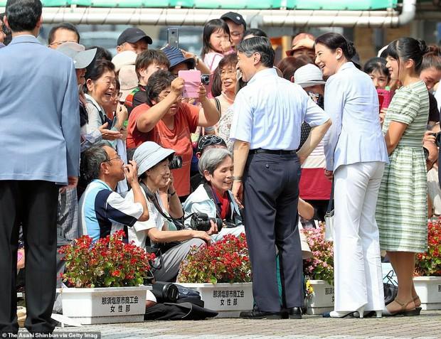 Không còn tự dìm hàng mình, Công chúa Nhật Bản bỗng dưng tỏa sáng trong lần xuất hiện mới nhất khiến ai cũng ngỡ ngàng - Ảnh 4.