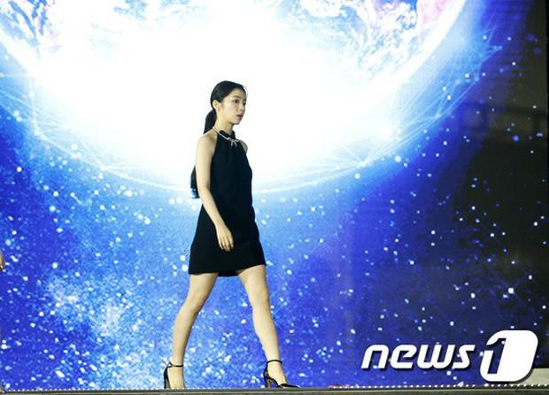 Siêu thảm xanh ngày 2: Red Velvet gây sốc với váy thảm họa, tài tử Vì sao đưa anh tới dẫn đầu dàn diễn viên đọ sắc idol - Ảnh 6.
