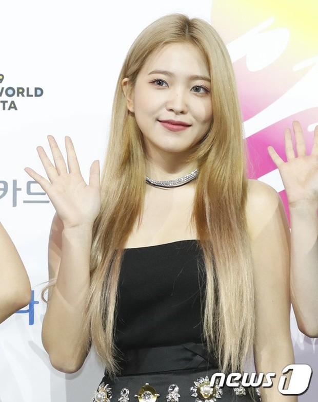 Siêu thảm xanh ngày 2: Red Velvet gây sốc với váy thảm họa, tài tử Vì sao đưa anh tới dẫn đầu dàn diễn viên đọ sắc idol - Ảnh 10.