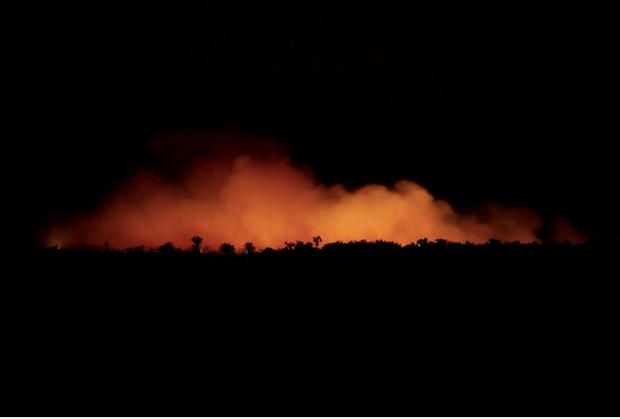 Rừng Amazon cháy lớn, Tổng thống Brazil nói thế giới chớ can thiệp - Ảnh 1.