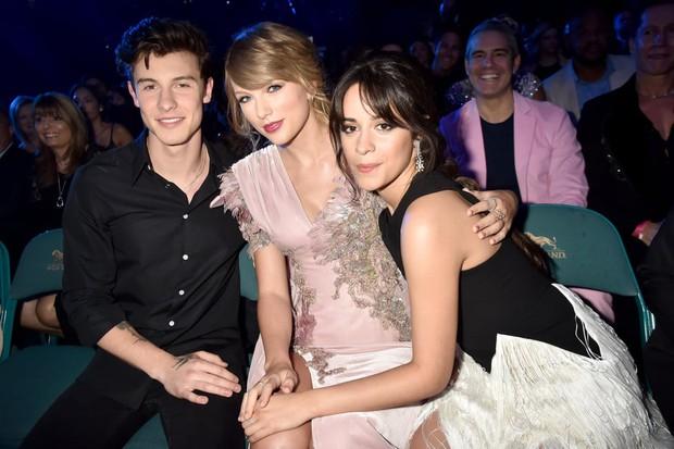 """Lộ vị trí chỗ ngồi VMAs 2019: Taylor Swift thoát kiếp """"bóng đèn"""" cho đôi Shawn – Camila, toại nguyện tình yêu với Cardi B - Ảnh 4."""