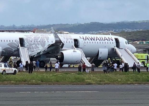 Máy bay hạ cánh khẩn cấp do khói bủa vây buồng lái và khoang hàng hóa - Ảnh 1.