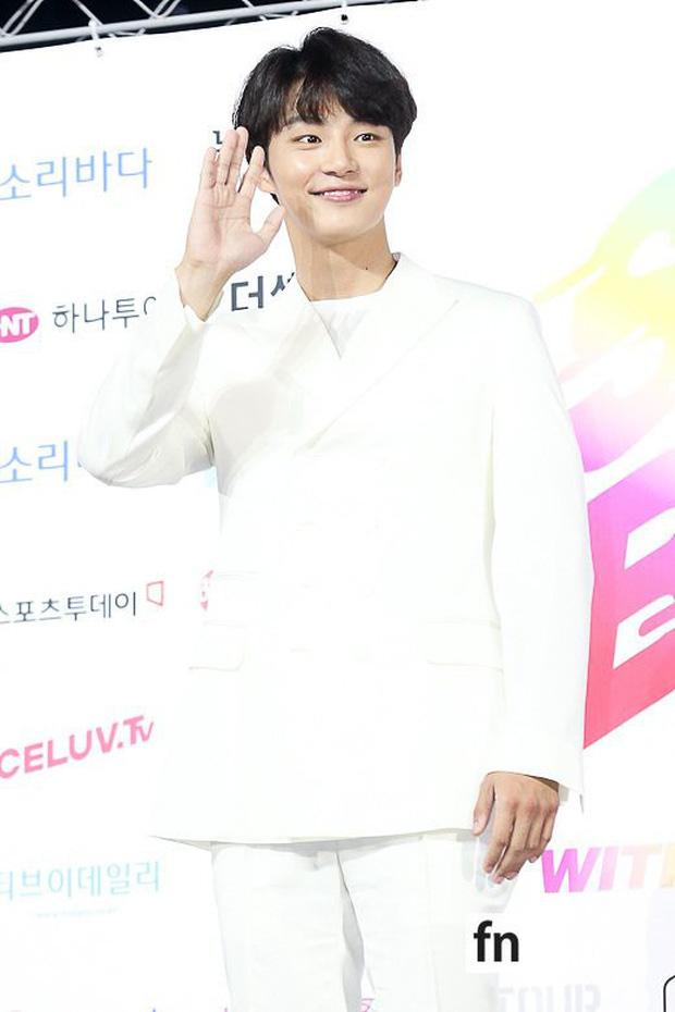 Siêu thảm xanh ngày 2: Red Velvet gây sốc với váy thảm họa, tài tử Vì sao đưa anh tới dẫn đầu dàn diễn viên đọ sắc idol - Ảnh 33.