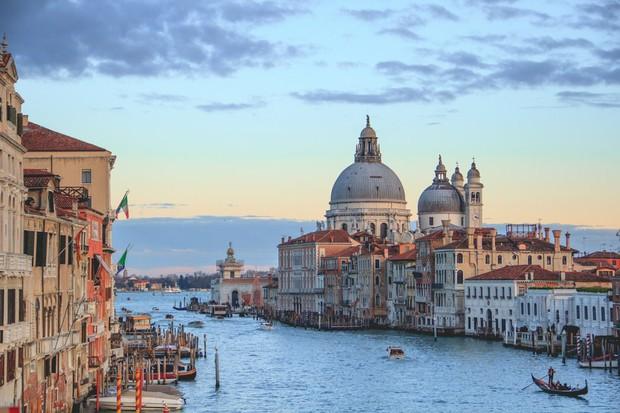 Chuyên trang Mỹ công bố 15 thành phố kênh đào đẹp nhất thế giới, thật bất ngờ có 1 cái tên đến từ Việt Nam! - Ảnh 1.