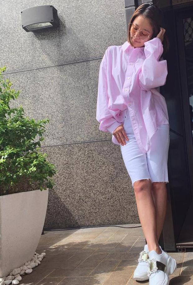 Lâm Tâm Như úp mở mang thai lần 2 ở tuổi 43, liên tục giấu bụng bằng quần áo rộng thùng thình? - Ảnh 1.