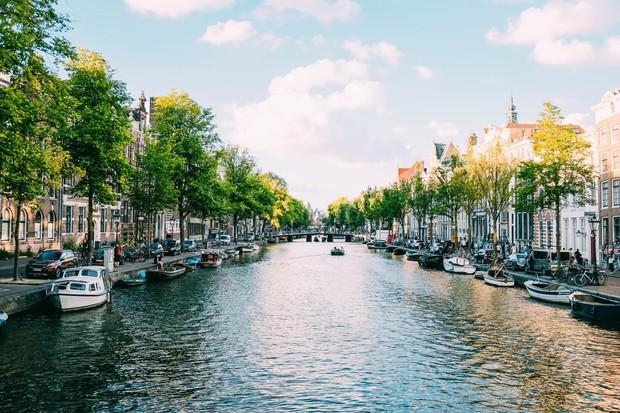 Chuyên trang Mỹ công bố 15 thành phố kênh đào đẹp nhất thế giới, thật bất ngờ có 1 cái tên đến từ Việt Nam! - Ảnh 16.