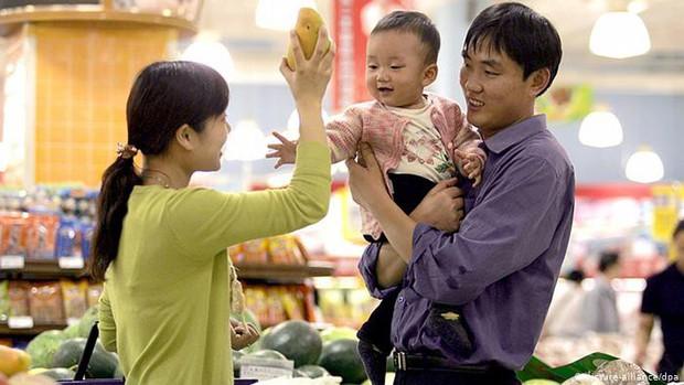 Cha mẹ Việt dạy con điều hay lẽ phải nhưng khi ra đường lại hay khôn vặt, lách luật trước mặt chính con của mình - Ảnh 1.