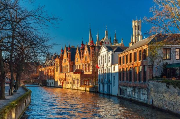 Chuyên trang Mỹ công bố 15 thành phố kênh đào đẹp nhất thế giới, thật bất ngờ có 1 cái tên đến từ Việt Nam! - Ảnh 2.