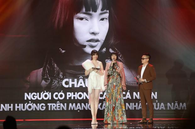 Động thái gây chú ý của Hari Won giữa lúc bị khán giả phản ứng vì vạ miệng đọc sai tên Châu Bùi tại lễ trao giải - Ảnh 2.