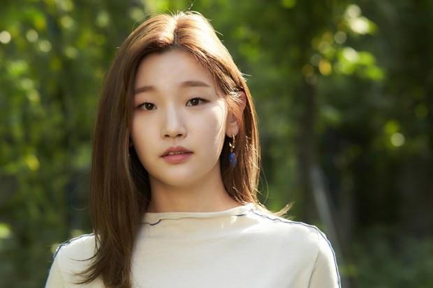 BXH sao Hàn đang hot: Jo Jung Suk áp đảo nhờ 8 triệu vé của EXIT, nhưng bất ngờ hơn em gái thiên tài lừa đảo Kí Sinh Trùng! - Ảnh 2.