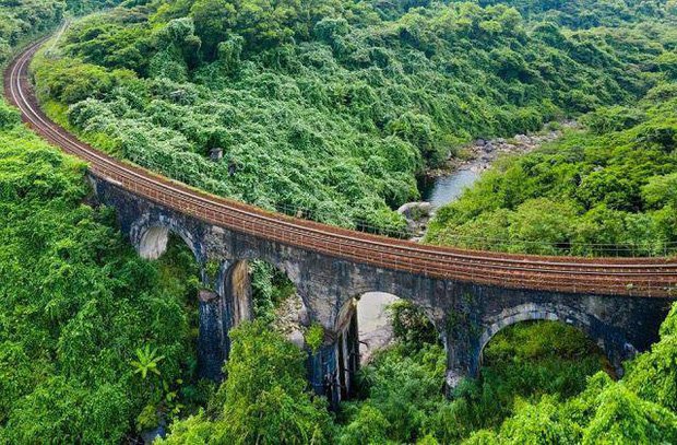 """Hot nhất Đà Nẵng hiện tại chính là """"cổng trời"""" mới toanh dưới chân đèo Hải Vân, nơi có đoàn tàu qua núi đẹp hệt trong phim - Ảnh 19."""