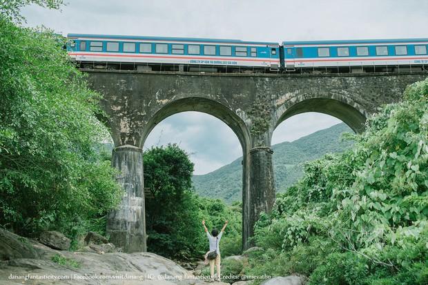 """Hot nhất Đà Nẵng hiện tại chính là """"cổng trời"""" mới toanh dưới chân đèo Hải Vân, nơi có đoàn tàu qua núi đẹp hệt trong phim - Ảnh 13."""