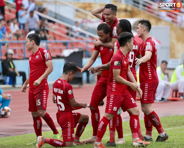 Tiền vệ trẻ Hoàng Đức sa sút vẫn được triệu tập lên tuyển Việt Nam, HLV CLB Viettel nói gì? - Ảnh 2.