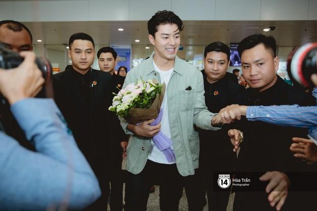 Nam thần Friend Zone Nine Naphat gây bão sân bay Nội Bài: Siêu điển trai phong độ, cực thân thiện với fan Việt - Ảnh 6.
