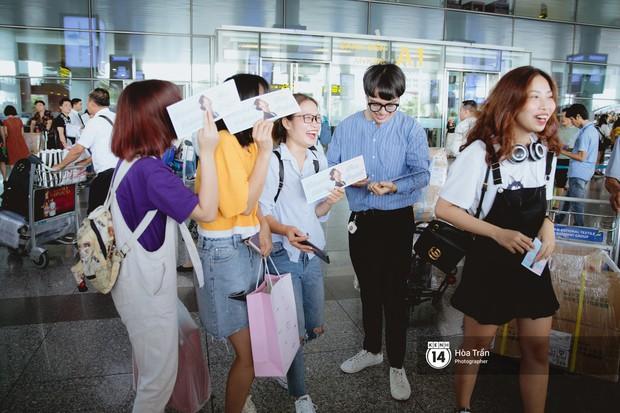 Nam thần Friend Zone Nine Naphat gây bão sân bay Nội Bài: Siêu điển trai phong độ, cực thân thiện với fan Việt - Ảnh 13.