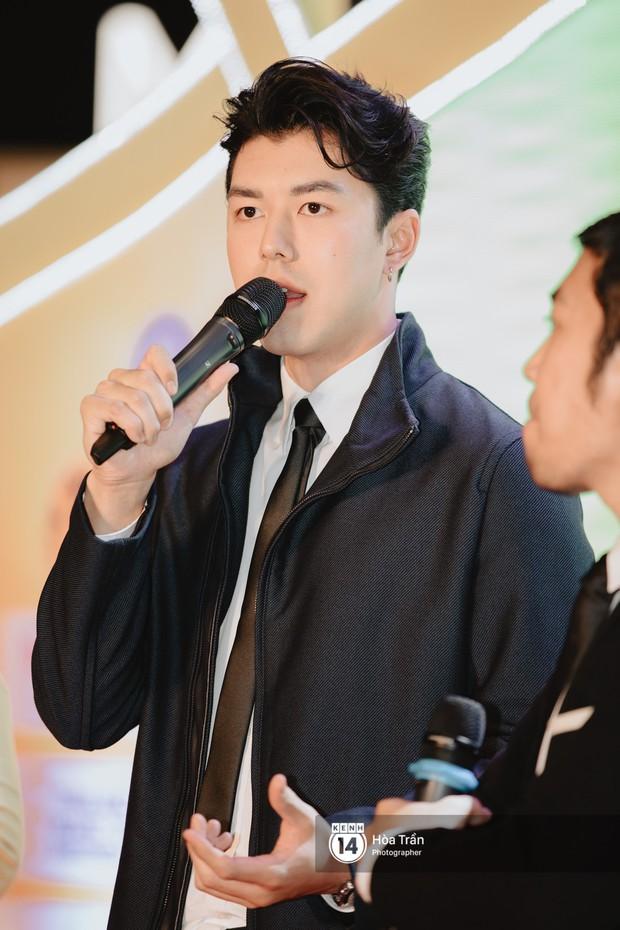 Nam thần Friend Zone Nine Naphat gây bão tại sự kiện ở Hà Nội: Góc nghiêng cực phẩm, fan Việt đông nghẹt thở - Ảnh 8.