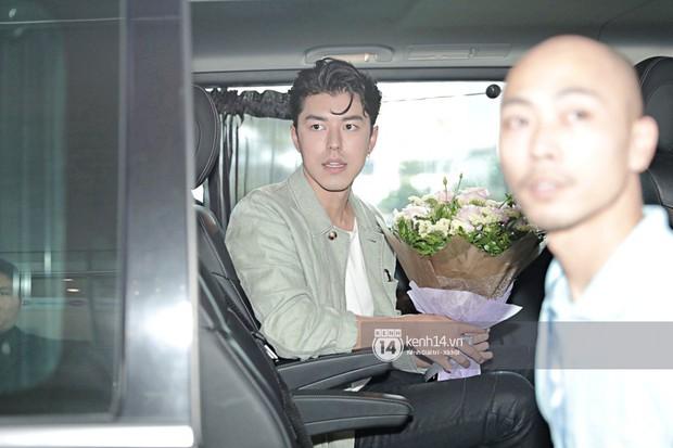 Nam thần Friend Zone Nine Naphat gây bão sân bay Nội Bài: Siêu điển trai phong độ, cực thân thiện với fan Việt - Ảnh 12.