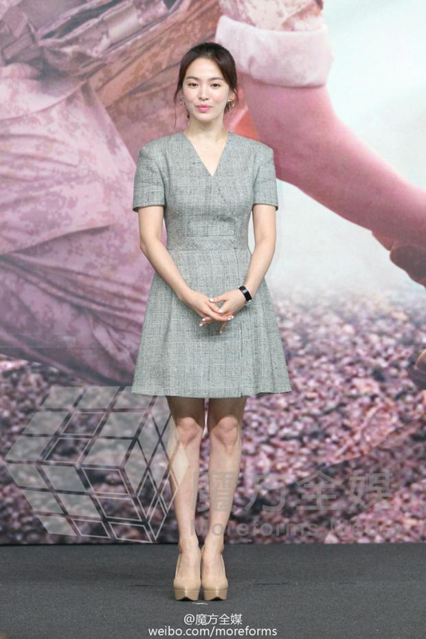 Song Hye Kyo cũng có nhược điểm vóc dáng gây tự ti và đây là 2 cách cô chọn trang phục để khắc phục điều này - Ảnh 2.