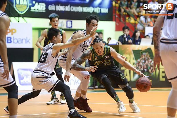 Thang Long Warriors vượt qua Cantho Catfish, tạo nên cú sốc trong ngày mở màn VBA Playoffs 2019 - Ảnh 2.