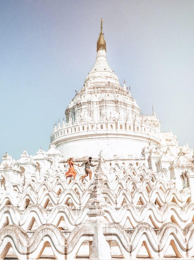 Ngỡ ngàng thấy dân du lịch check-in bước trên… sóng ở ngôi chùa trắng đẹp nhất nhì Đông Nam Á - Ảnh 3.