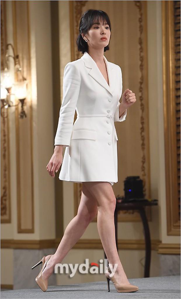 Song Hye Kyo cũng có nhược điểm vóc dáng gây tự ti và đây là 2 cách cô chọn trang phục để khắc phục điều này - Ảnh 4.