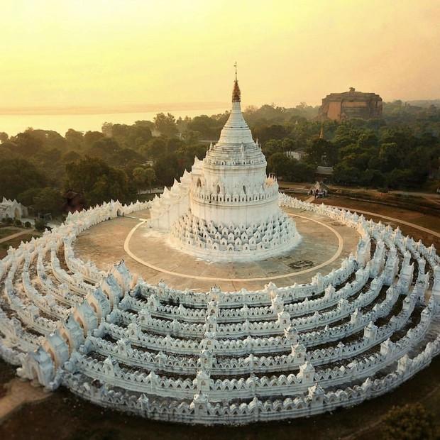 Ngỡ ngàng thấy dân du lịch check-in bước trên… sóng ở ngôi chùa trắng đẹp nhất nhì Đông Nam Á - Ảnh 6.