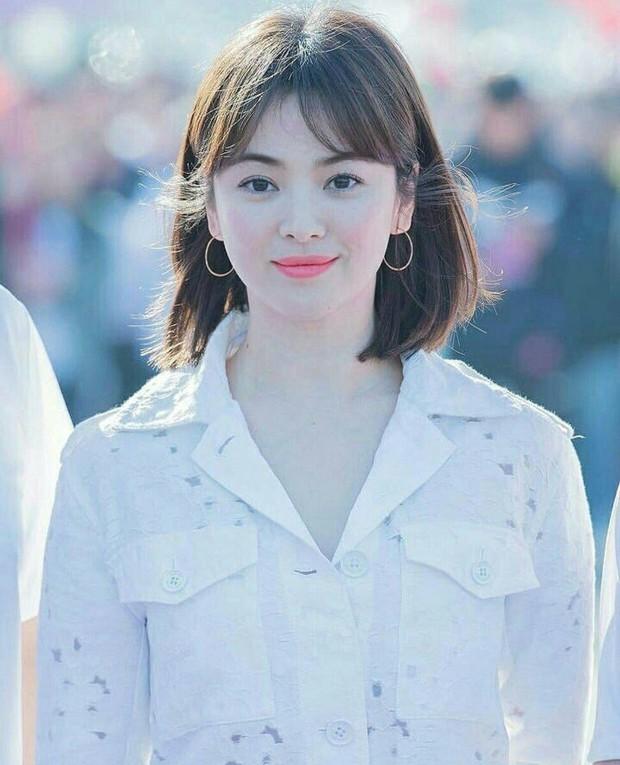Song Hye Kyo cũng có nhược điểm vóc dáng gây tự ti và đây là 2 cách cô chọn trang phục để khắc phục điều này - Ảnh 6.