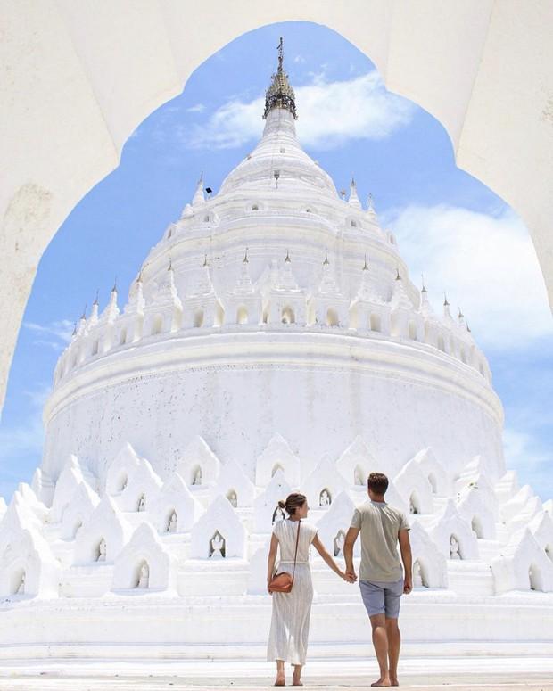 Ngỡ ngàng thấy dân du lịch check-in bước trên… sóng ở ngôi chùa trắng đẹp nhất nhì Đông Nam Á - Ảnh 8.