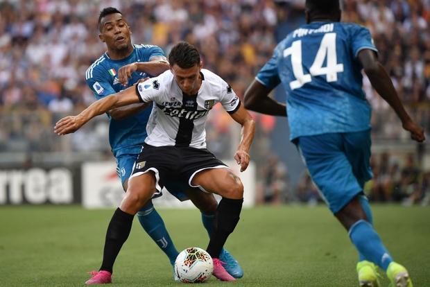 Ronaldo mất toi bàn thắng vì trót cong người, Juventus chỉ thắng sát nút ngày ra quân nhờ cái tên cực bất ngờ này - Ảnh 8.