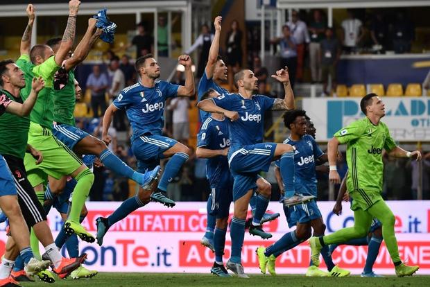 Ronaldo mất toi bàn thắng vì trót cong người, Juventus chỉ thắng sát nút ngày ra quân nhờ cái tên cực bất ngờ này - Ảnh 9.
