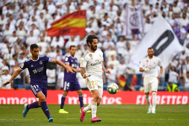 Benzema lập siêu phẩm, Real Madrid vẫn đánh rơi chiến thắng ở phút cuối - Ảnh 1.