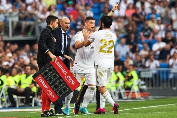 Benzema lập siêu phẩm, Real Madrid vẫn đánh rơi chiến thắng ở phút cuối - Ảnh 6.