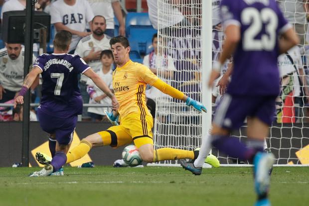 Benzema lập siêu phẩm, Real Madrid vẫn đánh rơi chiến thắng ở phút cuối - Ảnh 11.