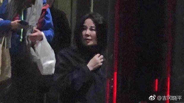 Thêm 1 căp đôi chị em tan vỡ: Vương Phi đá Tạ Đình Phong hẹn hò trai trẻ, kịch bản y hệt vụ Goo Hye Sun ly hôn? - Ảnh 2.