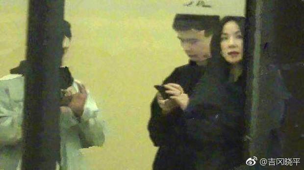 Thêm 1 căp đôi chị em tan vỡ: Vương Phi đá Tạ Đình Phong hẹn hò trai trẻ, kịch bản y hệt vụ Goo Hye Sun ly hôn? - Ảnh 1.