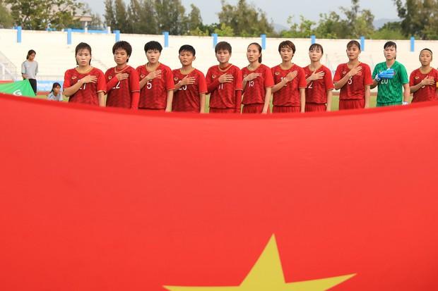 Tuyển nữ Việt Nam vào chung kết kịch tính sau pha phản lưới nhà cực khó tin ở bán kết AFF Cup nữ 2019 - Ảnh 2.