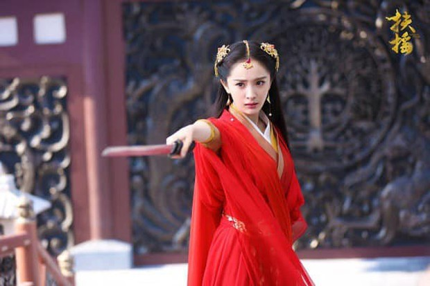 5 mỹ nhân cổ trang diện đồ đỏ đẹp chết người: Dương Mịch và Địch Lệ Nhiệt Ba kẻ tám lạng người nửa cân! - Ảnh 7.