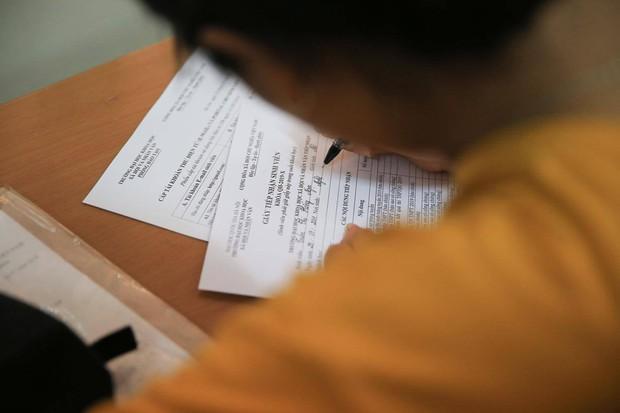 Chuyện cổ tích của nữ sinh nghèo phải cất giấy báo nhập học: Cái gật đầu của người mẹ đáng thương và món quà nhân văn đầy bất ngờ - Ảnh 9.