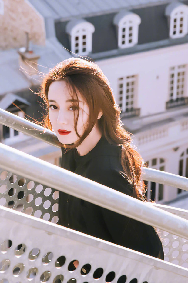 Em họ Địch Lệ Nhiệt Ba gây tranh cãi khi tham gia cuộc thi Hoa khôi: Nhan sắc một trời một vực với bà chị nổi tiếng? - Ảnh 9.