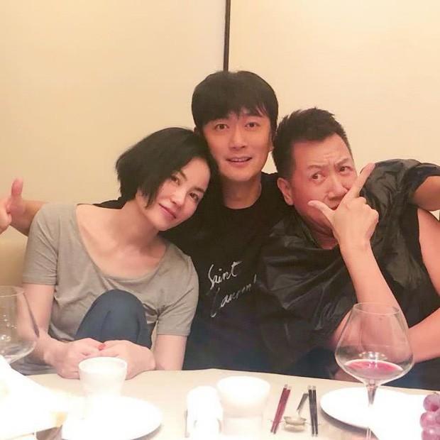 Thêm 1 căp đôi chị em tan vỡ: Vương Phi đá Tạ Đình Phong hẹn hò trai trẻ, kịch bản y hệt vụ Goo Hye Sun ly hôn? - Ảnh 3.