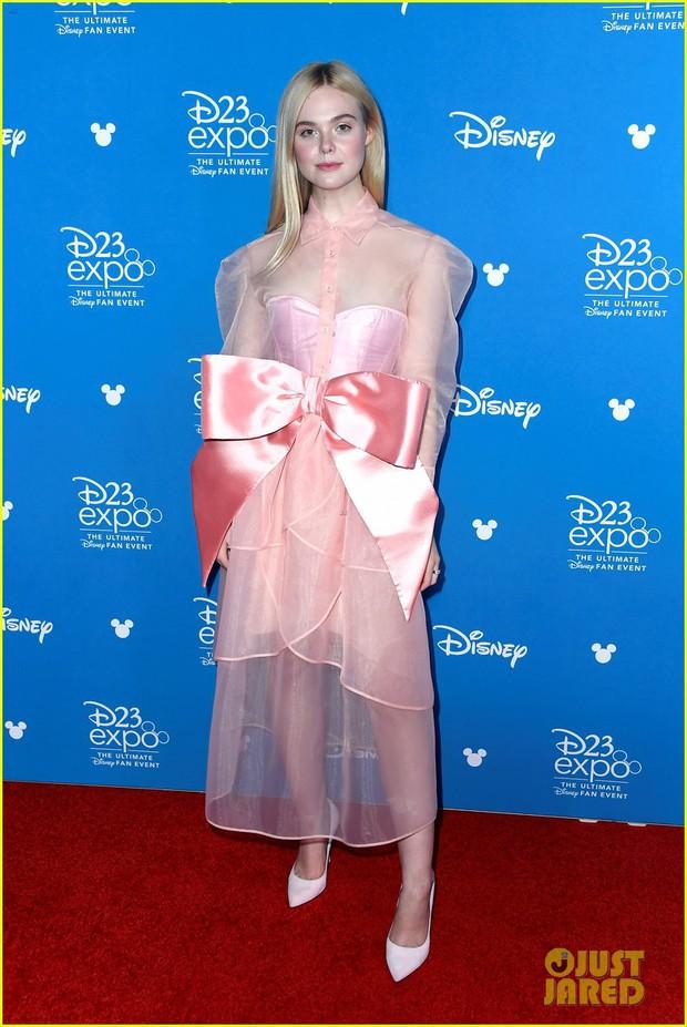 Thảm đỏ Disney hot nhất hôm nay: Quy tụ dàn sao Hollywood gạo cội, Elle Fanning thành tâm điểm với ngoại hình sến súa - Ảnh 1.