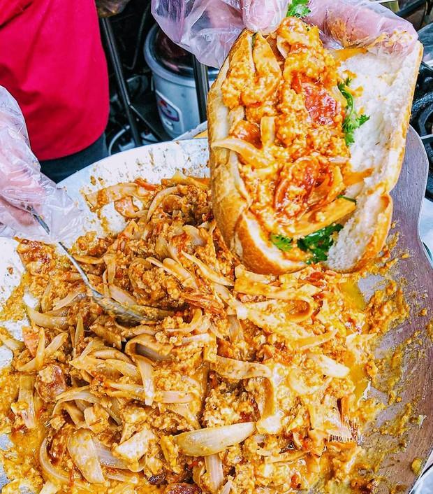 HOT: Bánh mì dân tổ đã xuất hiện tại Sài Gòn, thử nhanh trước khi lại phải xếp hàng dài cả kilomet như Hà Nội đó! - Ảnh 6.