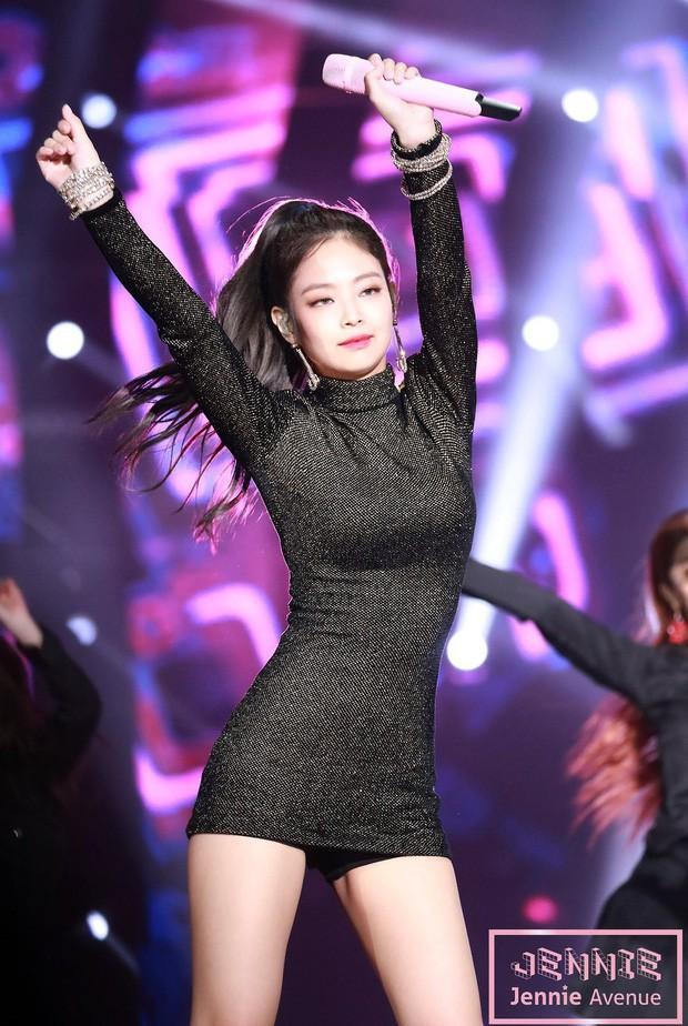 Khi sao Hàn lên top trend toàn cầu: Jisoo (BLACKPINK) chứng tỏ đẳng cấp, em út BTS khiến fan mất máu vì quá sexy - Ảnh 11.
