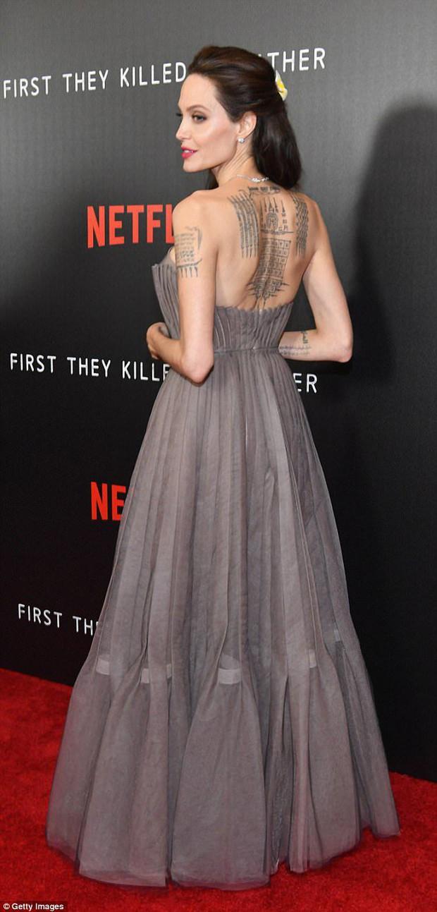 Ẩn ý đằng sau hình xăm của sao Hollywood: Ý nghĩa hình xăm của Selena Gomez sâu sắc nhưng chưa cảm động bằng Miley - Ảnh 7.