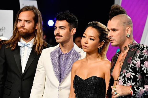 BTS collab với nhiều nghệ sĩ quốc tế lắm rồi nhưng vẫn còn nguyên dàn sao Hollywood ngỏ lời xếp hàng chờ tới lượt: Cặp đôi Shawn - Camila, Troye Sivan, Charlie Puth... - Ảnh 6.
